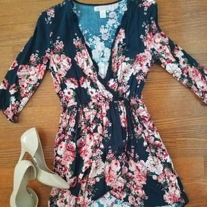 Dresses & Skirts - 🎀Floral mini dress🎀